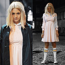 Lexicon of Style Alexandra Dieck - Frenchie York Eleven Dress, Zelda Wig - Friends Don't Lie