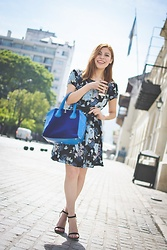 Deborah Ferrero - Floral Dress, Rosegal Cobalt Blue Tote Bag, Gamiss Black Strappy Sandals - BETTER LATE THAN NEVER