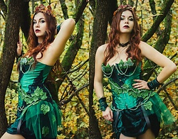Isabell Mertens -  - Selfmade Poison Ivy Halloween Costume