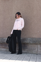 Bárbara Marques - Primark Sweater, Brownie Jeans, Suiteblanco Shoes, H&M Earrings, Ray Ban Sunglasses - FUNNIEST