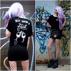 Alyssa Claire - Deadskull Dead Skull Shirt, Yru Nightcalls - Coney Island queen