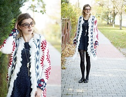 Kamila Krawczyk - Sheinside Sweater, New Look Dress, Lidl Poland Tights, Vices Shoes, Romwe Sunglasses - Mix de Prints