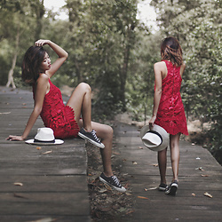 Amelyn B - Revolve Dress, Revolve Hat - RED IN THE WOODS