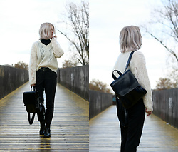 Manon Dijkhuizen - Vagabond Ankle Boots, Gamiss Bag, Vintage Sweater - Knitted Sweater & New Ankle Boots