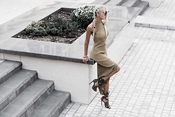 Krist Elle - Na Kd Pleated Dress With High Split, Solewish.Com Khaki Wrap Up Sandals - How to wear pleated dress