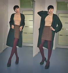 Jane V.I. - Platform Pumps, Burgundy Warm Tights, H&M Lush Meadow Oversize Cardigan, Mango Checked Kilt Skirt, Nude Necklace, Silver Jewelry - Warm and comfy November look