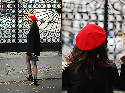 Andreea Birsan - Ankle Boots, Red Beret, Blazer, Bag - The ultimate guide to wearing ankle boots