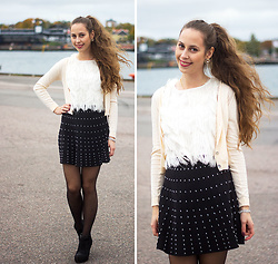 Carina KL - Zara Topp, Zara Skirt - Wind in my hair