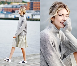 Ebba Zingmark - Na Kd Sweater, Samsoe Velvet Skirt, Adidas Sneakers - STROLLING IN GOTHENBURG