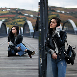 CLAUDIA Holynights - Leather Skin Jacket, Na Kd Sweater, Shuzee Boots, Vipme Backpack - Fall colors