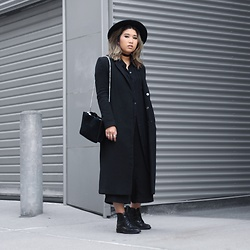 Ingrid Siadari - Urban Outfitters Luke Lace Up, Urban Outfitters Suede Bag, H&M Long Line Coat, Zara Culotte - When In Doubt, All Black