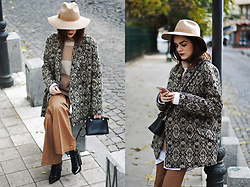 Andreea Birsan - Beige Hat, Vintage Striped Sweater, Mini Crossbody Bag, Flared Camel Pants, Printed Coat, Lace Up Pointed Toe Ankle Boots - How a printed coat can be your secret weapon this fall II