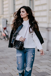 Merna Mariella -  - DESTROYED JEANS & COMFY SWEATER