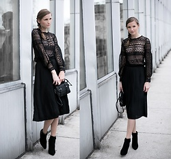 Anna Antje Bernat - Zaful Black Midi, Rose Gal Black Blouse, Dress Lily Black Bag - LOOK OF THE DAY
