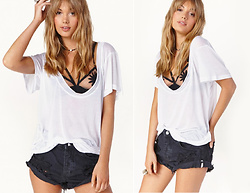 Daftbird LA - Daftbird Tee, For Love & Lemons Bralette, One Teaspoon Denim Shorts - La still feels like summer
