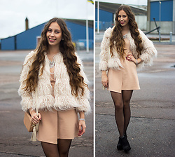 Carina KL -  - Today's look