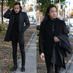 Xanthium James - Uniqlo Wool Blazer, Uniqlo Easy Care Shirt, Calvin Klein Silk Tie, Uniqlo Chesterfeild Wool/Cashmere Coat, Uniqlo J+ Full Buckle Belt, Cheap Monday New Black, Dr. Martens Adrian - 我擔心住在獅子的巢裡