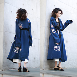 Miriam Mibao - L'academie X Revolve The Silk Robe - X REVOLVE THE SILK ROBE
