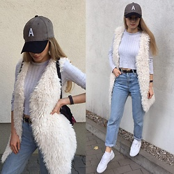 Aneta Kramarska - Dorothy Perkins Fake Fur, Pull & Bear Mom Jeans, Reebok X Naked Shoes, Zaful Cap - Cozy Autumn