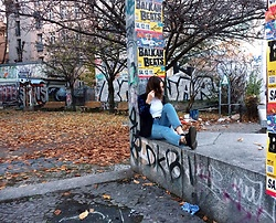 Chantal H. - Dr. Martens Shoes, Forever 21 Jacket, Monki Jeans - Chilling in Berlin
