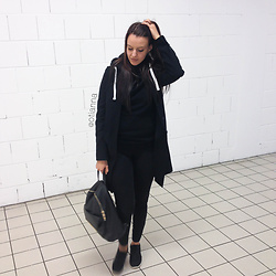 Otianna / Anna Berezowska - New Look Coat, New Yorker Backpack, Nike Shoes, Zara Trousers, H&M Blouse - Total black LOOK | OTIANNA