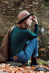 Lily Pislar - H&M Brown Hat, Folk Blue Jeans, Lasocki Black Boots, Mijune Dark Green Sweater, Vintage Coat - Melancholy of autumn