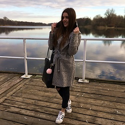 Lissey ♥ - Denley Coat, Adidas Sneakers - Blue sky and blue lake !