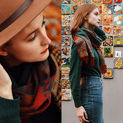 Lily Pislar - H&M Brown Hat, Mijune Green Sweater, Vintage, Folk Blue Jeans - Melancholy of autumn