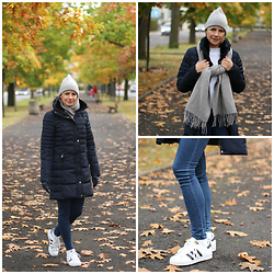 Małgorzata Miłosz - Reserved Navy Blue Down Jacket, Adidas Superstar Sneakers, Reserved Leggins, Cubus Gray Scarf, H&M Gray Beanie - Down jacket