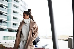 Marielle - Sheinside Sweater, Lovers + Friends Skirt, Missguided Coat - Winter is here