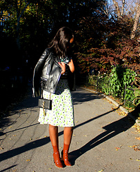 Liz Lizo -  - PARK STROLLS IN A STELLA MCCARTNEY PETRA DRESS