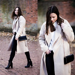 Laura - Vila Coat, Mango Sweater, Monki Jeans, Peperosa Boots - Camel Coat