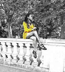 Ava Elite Watson - Urban Outfitters Yellow Playsuit, New Look Black Strap Sandals - Playsuit on Buckingham Palace Walls