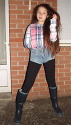 Eve Sakina - Tape à L'oeil Tartan Shirt, Diy Denim Shorts, Esmara Ride Style Leggings, Ldc ( Havaianas Style ) Rain Boots - After a rainy day ...
