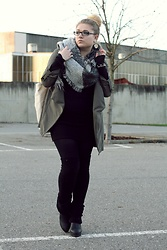 Anni Wasserstoffperoxid - Tally Weijl Pullover, Only Coat, Asos Scarf, Second Hand Wedges - 7 Styles with Coats