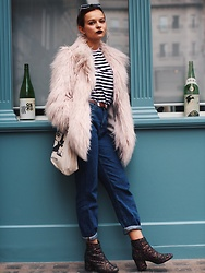 Dominique Malinowska - River Island Faux Fur, Forever 21 Mom Jeans, Schuh Boots, Miss Trouble Top - FAUX