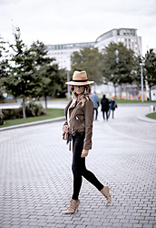 Isabel Selles -  - Weekend style