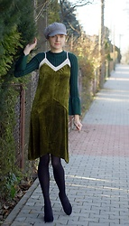 Kamila Krawczyk - Stylewe Sweater, Rosewholesale Dress, Sammydress Cap, Aldo Shoes, Lidl Poland Tights - Green sweater with velvet dress