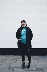 Odette - Stussy Tshirt, H&M Bomber Jacket, Zara Jeans, Invito Boots - Stussy tee