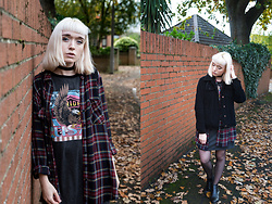 Peaches - Missguided T Shirt Dress, New Look Plaid Oversized Shirt - Missguided T-Shirt Dress