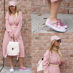 Jaclynn Brennan - Serena Williams Off The Runway Sweater Dress, H&M Nude Belt, Neely & Chloe Leather Backpack, Asos Debbie Velvet Bow Trainers - Monochromatic Magic
