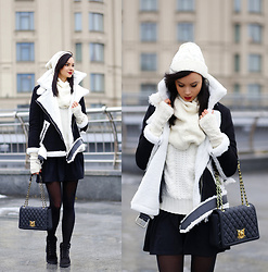 Anna Mour ♥ - Love Moschino Black Handbag - Love. Story.