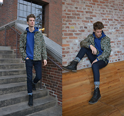 Dillan Moore - American Eagle Outfitters Lightweight Camo Jacket, American Eagle Outfitters Blue Active Hoodie - Cameras on my camo