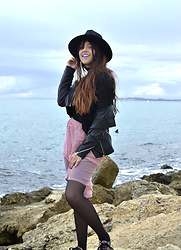 Noemí Puig - Dresslink Hat, Lefties Sweater, Stradivarius Biker, Asos Skirt, Ebay Choker - REBEL PRINCESS