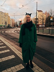 Sara - H&M Cat Hat, Second Hand Awesome Coat - Kissa