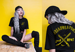 Anne - Lamoda Knee High Heels, Kid Karma Flat Brim 5 Panel, Urban Weapons Signature Tee - Urban Gold