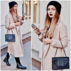 Alina Feminudity - Saint Laurent Chain Bag, Zadig & Voltaire Wool Hat, Fashion Confession Wool Coat, Stradivarius Jeans, Zara Boots, Asos Sweatshirt - Beige, Black & Leather
