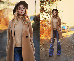 Elin Hansson - Chicy Camel Coat, Old Hat, Glitter Earrings, Polo, Gina Tricot Jeans - I'II hold you when it's cold