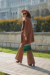 Andreea Birsan - Camel Fedora Hat, Faux Fur Coat, Camel Flared Pants, Suede Ankle Boots, Green Suede Crossbody Bag, Vintage Sunglasses - The faux fur coat that will make you look glamorous