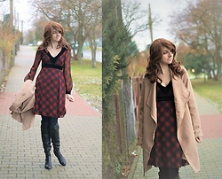 Kamila Krawczyk - Rosewholesale Wig, F&F Dress, Lollicouture Boots, Lidl Poland Tights, Lovelywholesale Coat - Camel coat + plaid